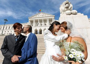 Picture source: http://assets.nydailynews.com/img/2008/10/11/alg_gay_marriage.jpg